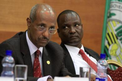 Gen. Taban Deng Gai, the former Governor of Unity State, who leads SPLM-IO Negotiating team in Addis Ababa, glancing at Seyoum Mesfin, the chairperson of IGAD mediators(Photo: file)