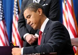 Obama_signs_an_executive