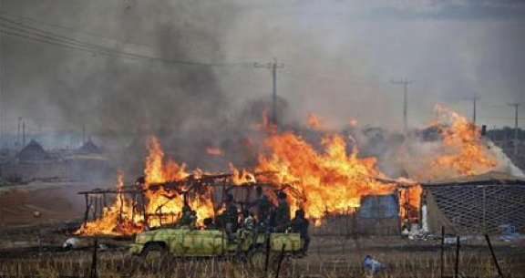 Burning businesses and homesteads, locally known as ''tukuls'', burn in the centre of Abyei, 2011(Photo: Reuters)