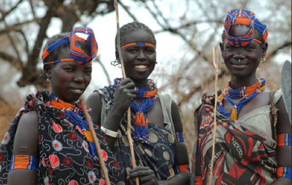 Murle Girls -The Murle are a relatively new ethnic group in Sudan, having immigrated into the region from Ethiopia. The language they speak is from the Surmic language family - languages spoken primarily in southwest Ethiopia.(Photo: Triming Down Memory Lane)