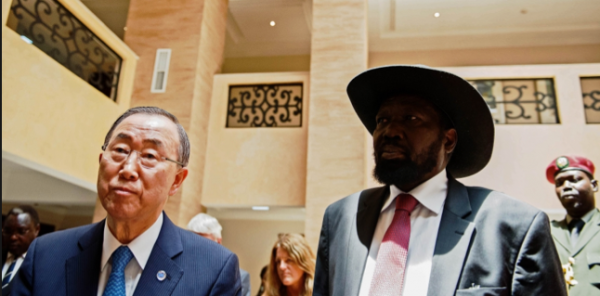 UN Secretary General Ban Ki-moon (L) walks with South Sudan's President Salva Kiir (R) in Juba during his attempt to push for ceasefire between the two warring parties (Photo: file)