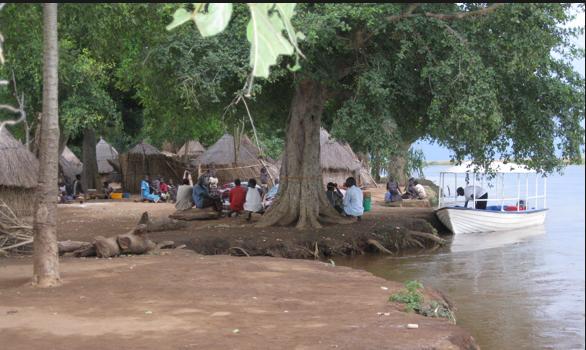 People along River Baro in Gambella, Ethiopia(Photo: via Anuak Media)