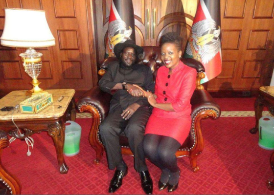 President Salva Kiir falls into sharing his thrown with unspecified beautiful lady(Photo credits: insiders)