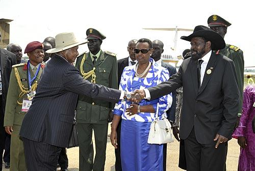 Kiir Museveni-right-receives-President-Museveni