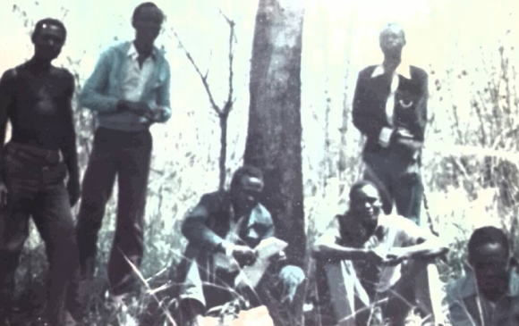 Dr. Riek Machar Teny in Bonga during the past conflict in 1984(Photo credits: Mabior Garang de Mabior/Nyamilepedia)