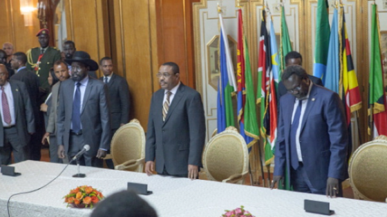 Salva Kiir (L), President of South Sudan, Riek Machar (R), SPLM Opposition leader, and Ethiopian Prime Minister Hailemariam Desalegn (C) attend a press conference during peace talks in Addis Ababa, Ethiopia((Photo credit should read ZACHARIAS ABUBEKER/AFP/Getty Images)
