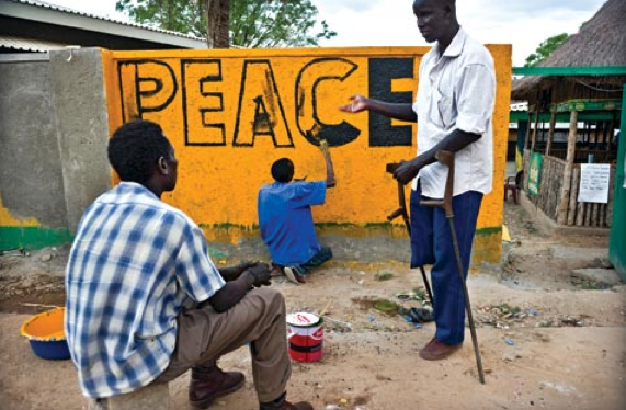 South Sudanese painters decorating a wall in Juba, South Sudan(Photo: via UN/AfricaRenewal)