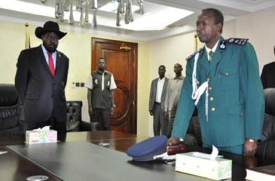 Pieng Deng Kuol Arop taking oath before president Salva Kiir after his appointment in February, 2013(Photo:  General Pieng Deng Kuol Arop taking Oath before President Salva Kiir. [NASS: Garang Thuc]