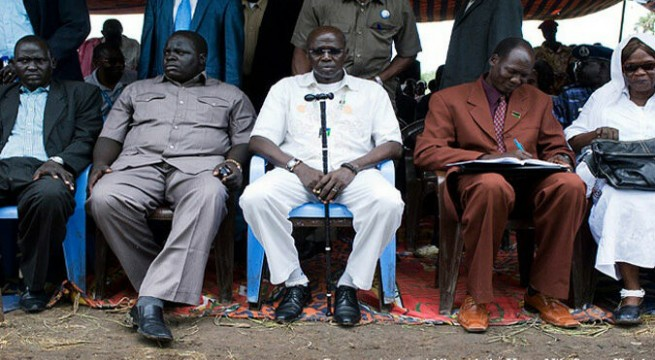 Simon Kun Puoch (centre), the governor of the troubled Upper Nile state sits with his ministers(Photo: via UNT)