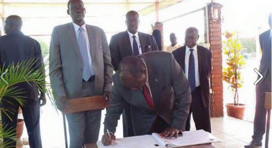 Pagan Amum and the G10 signing on late John Garang's memorial in Juba, South Sudan(Photo: File)