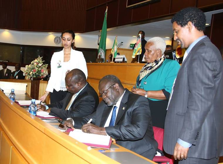 Dr. Riek Machar and Pagan Amun signing the IGAD compromise text in Addis Ababa.
