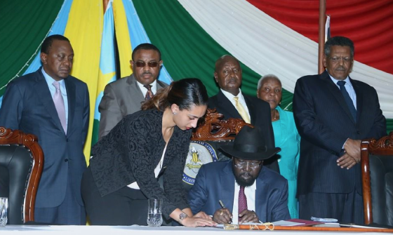 Salva Kiir signing the peace agreement in Juba, South Sudan(Photo: file)