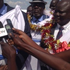 Gen Gathoth Gatkuoth Hothnyang (right) and his team landed in Juba International Airport on March 13, 2016 and received by Ateny Wek Ateny, Presidential Press Secretary (Photo: extracted).